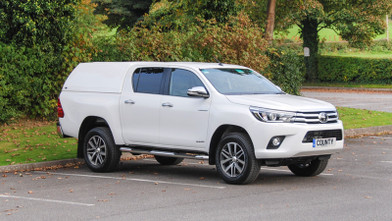 Toyota Hilux Invincible Front
